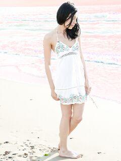 Показала письку на пляже  голых девушек.