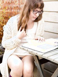 Молодая студентка с волосатой писькой раком