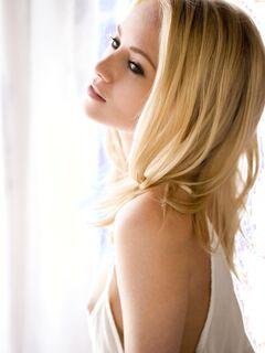 Сексуальная блондинка с красивой попкой