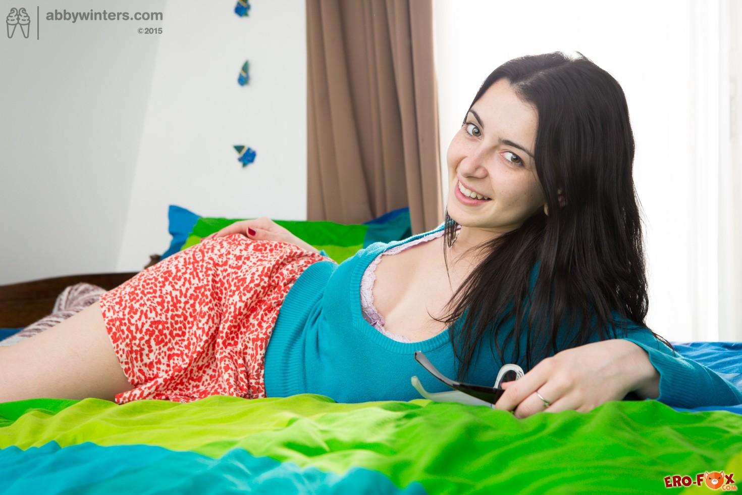 Грудастая студентка разделась в своей спальне » Эротикасмотреть лучшую фото эротику бесплатно.