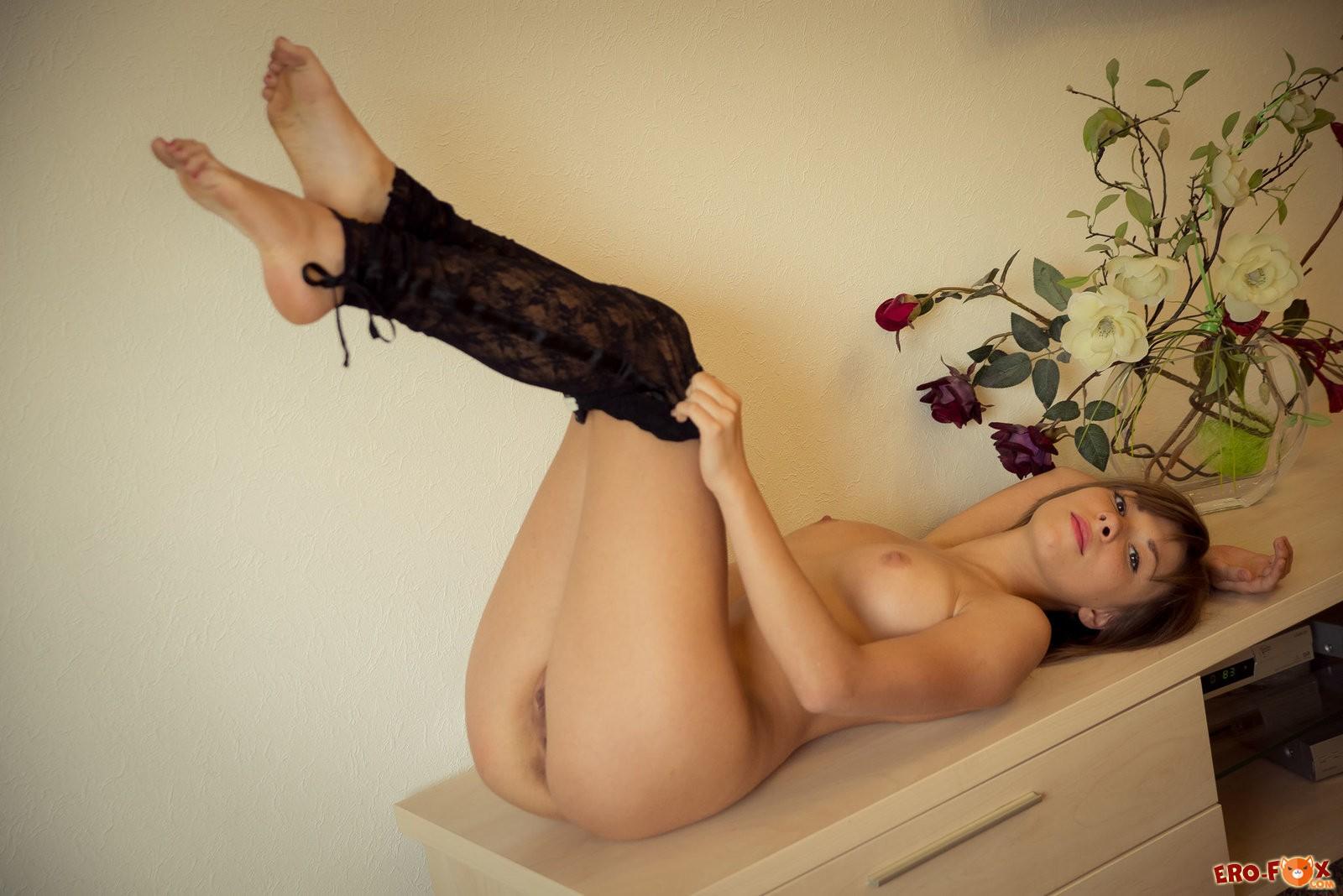 Красивое обнажённое тело голой девушки