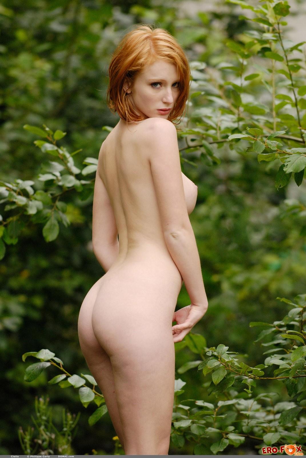 Голая рыжая француженка с волосатым лобком