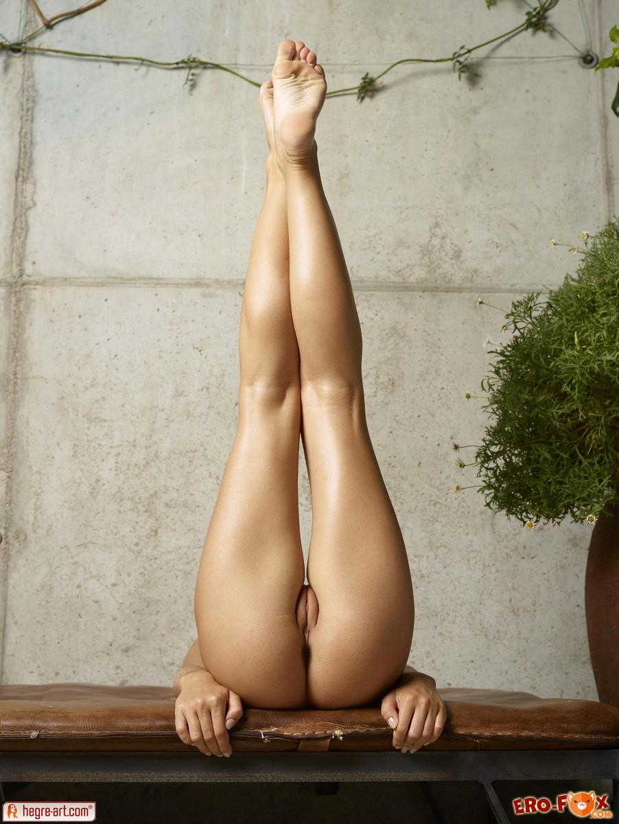 Голая блондинка с большими дойками