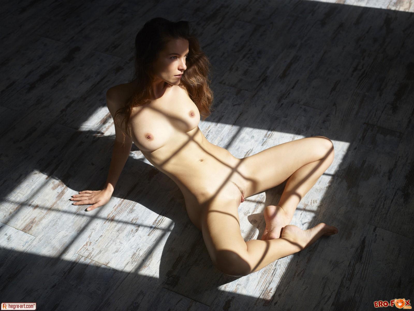 Голая русская девушка на полукрасивая