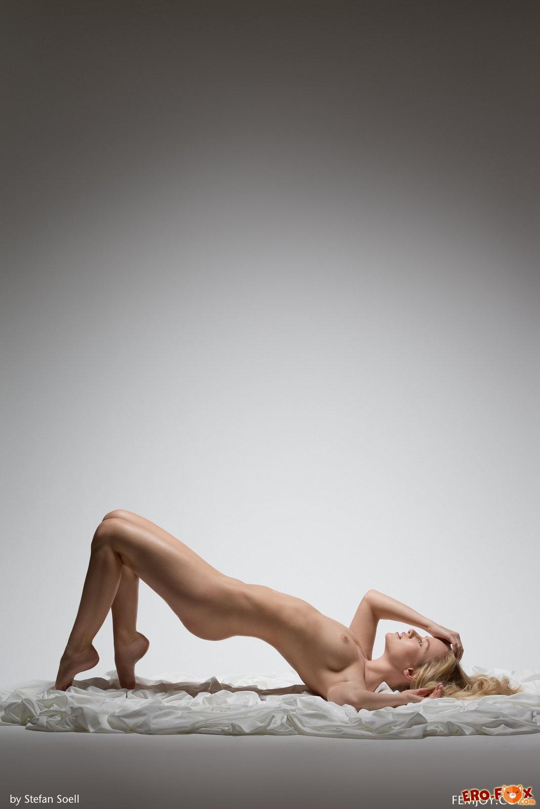 Сиськастая красотка блондинка, смотреть фото бесплатно.