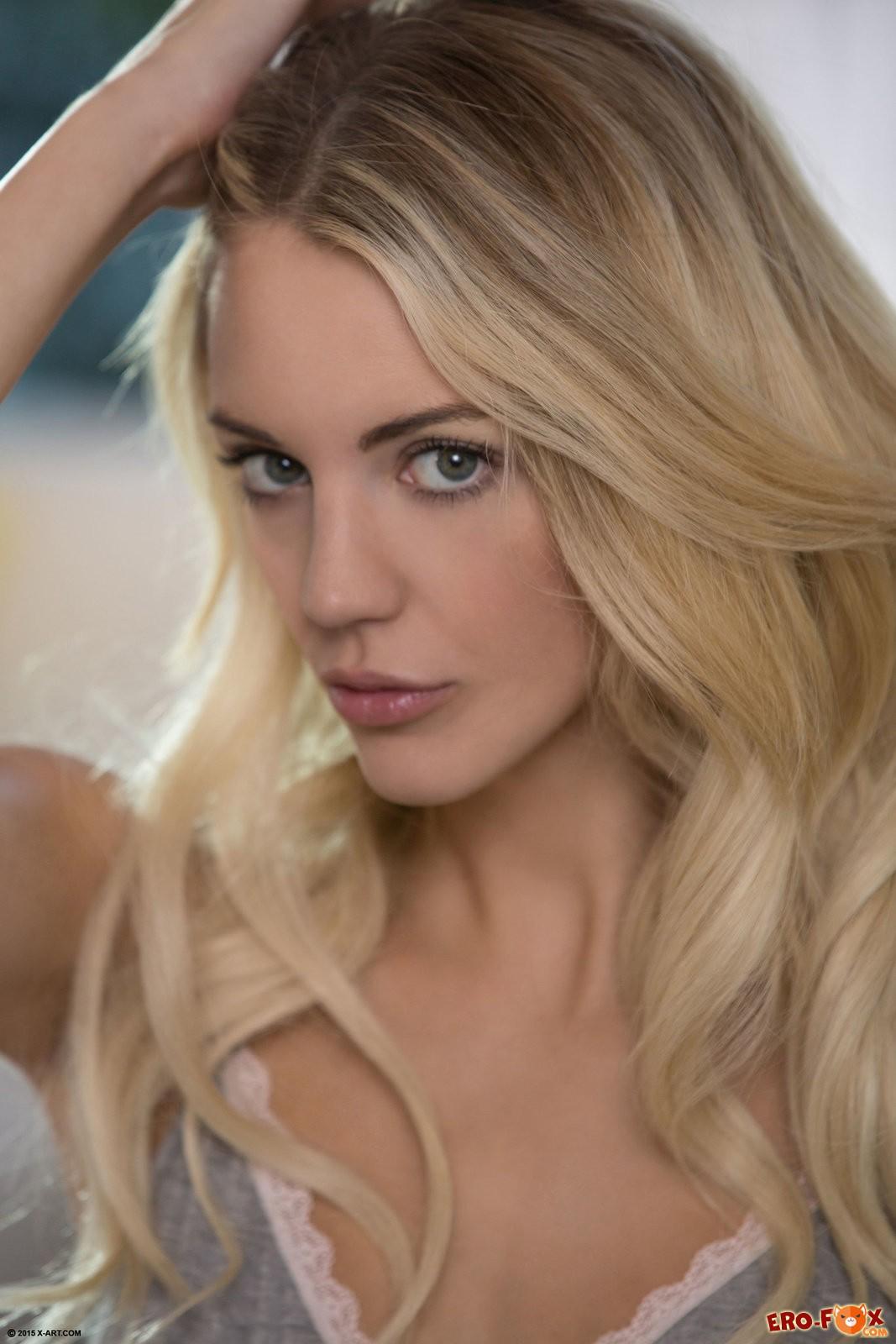 Голая блондинка в белых гольфах » Эротикасмотреть лучшую фото эротику бесплатно.