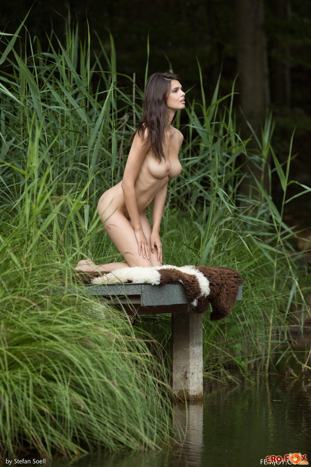 Большие дойки брюнетки на природеголые большие дойки.