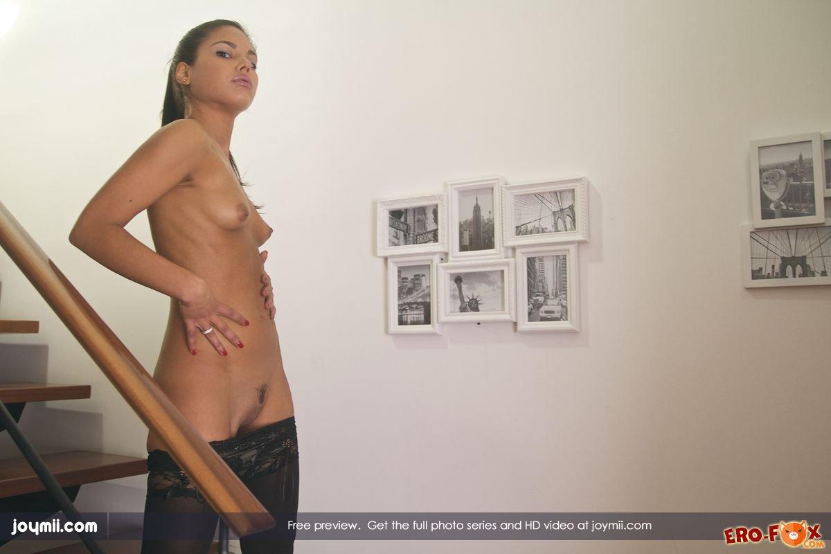 Сексуальная брюнетка в чёрных чулках » Эротикасмотреть лучшую фото эротику бесплатно.
