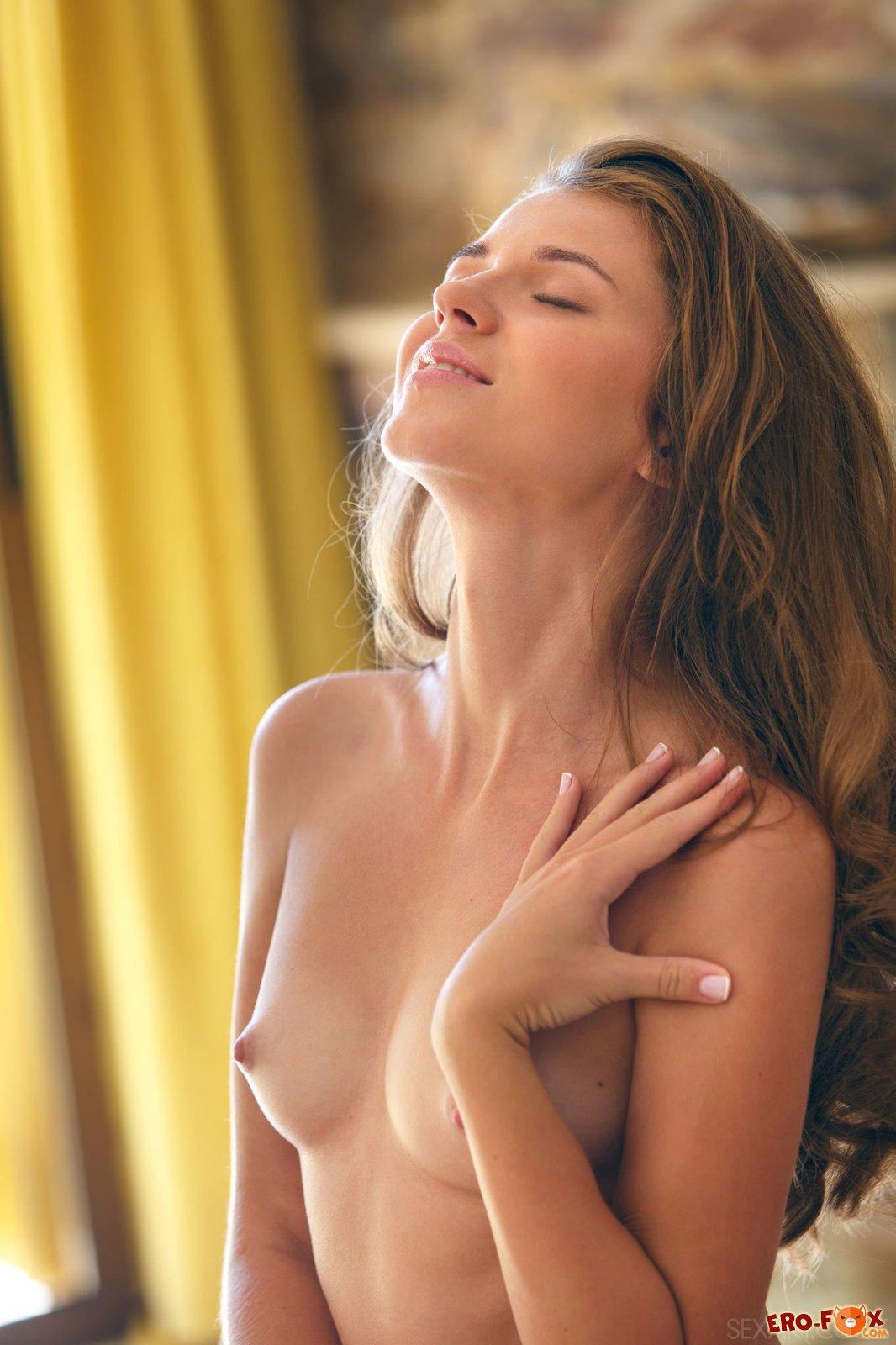 Девушка в трусах и рубашке раздевается » Эротикасмотреть лучшую фото эротику бесплатно.