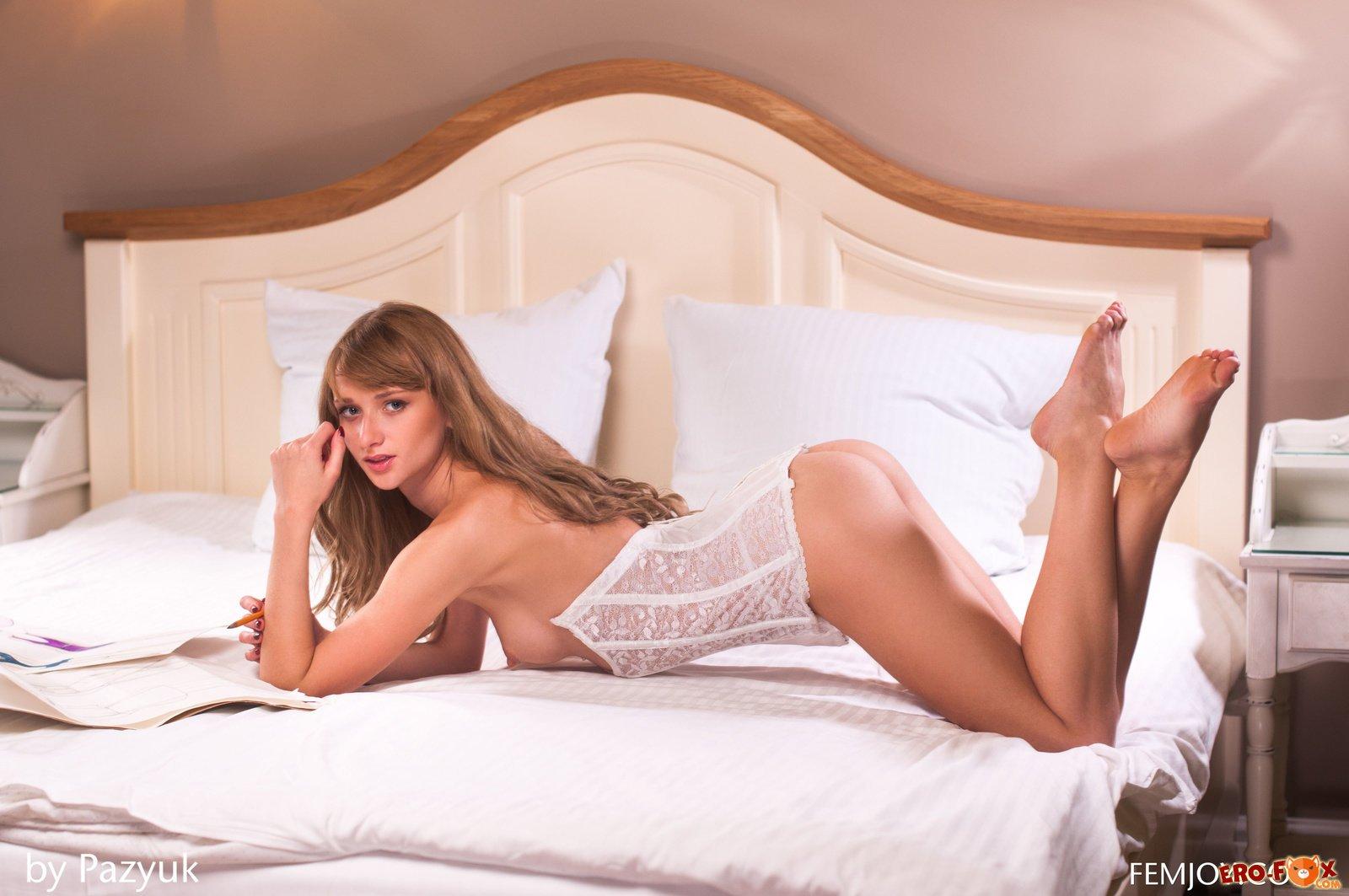 Сексуальная девушка сняла белые трусики » Эротикасмотреть лучшую фото эротику бесплатно.